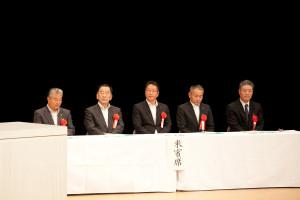 来賓の方々、左より作野市長、松井教育長、井南学校教育課長、竹内生涯学習課長、宮谷中中学校長会会長
