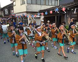 白山祭り金管パレード(白峰小)